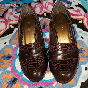 Attention heels